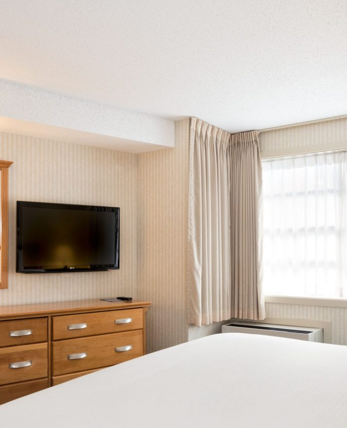 Deluxe Room – King Bed 2